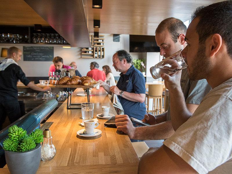Café du matin avant de partir au travail au restaurant Le Taravo
